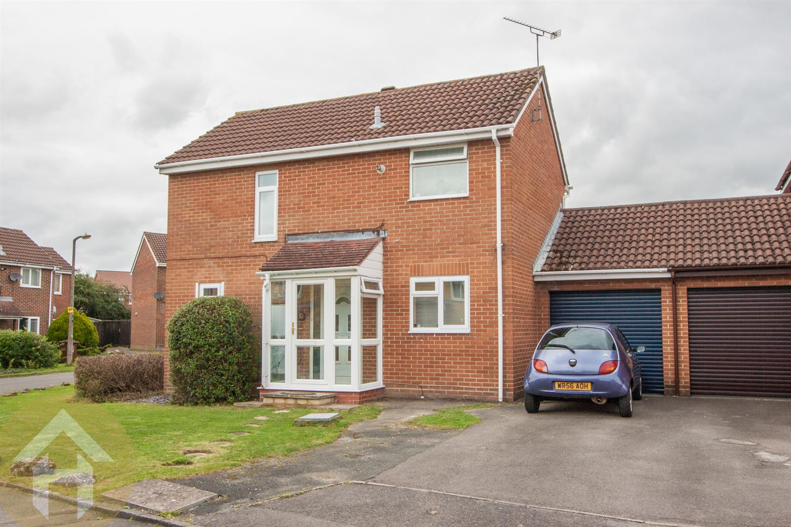 3 Bedrooms Link Detached House for sale in Woodshaw, Royal Wootton Bassett